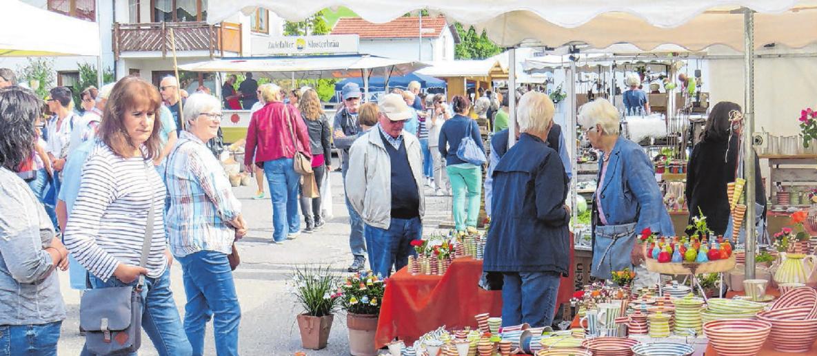 Für Kenner und Liebhaber von individueller Keramik und attraktivem Kunsthandwerk ist der Markt in Melchingen ein absolutes Muss. Foto: Adelbert Barth