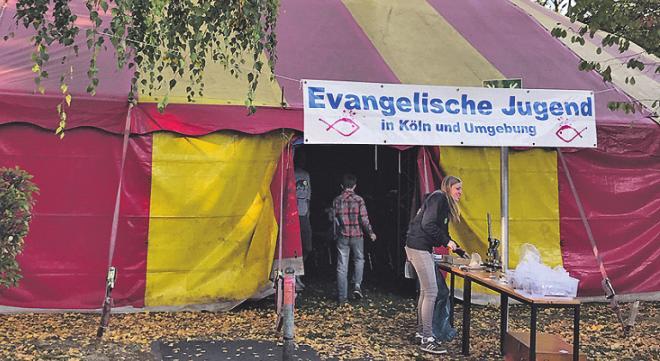 Im Zirkuszelt ist Platz für viele Kinder.Foto: Jugendpfarramt