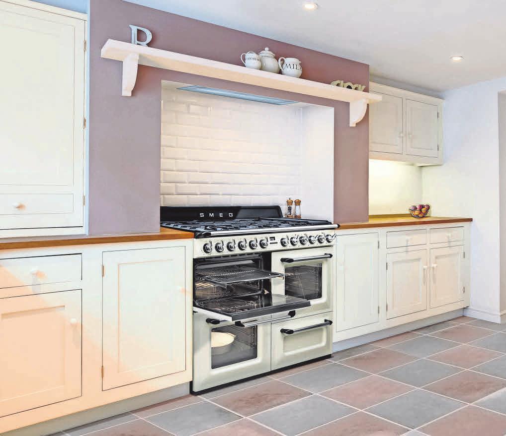 Nostalgisch oder ganz stylisch – die Standherde von SMEG sind in jeder Küche echte Hingucker.