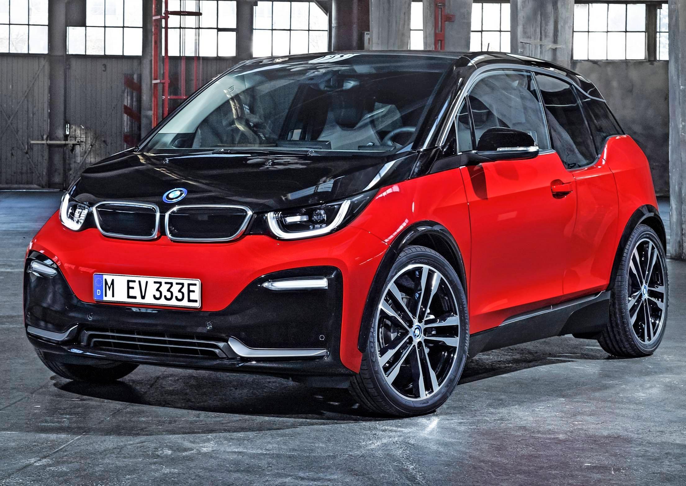 Bereits seit 2013 hat BMW den i3 im Programm. Die Bayern haben den Wagen immer wieder überarbeitet. Aktuell gibt es zwei Leistungsstärken mit 270 bis 300 Kilometern Reichweite. Fotos: BMW