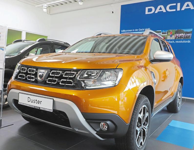 Der Dacia Duster ist Deutschlands günstigster SUV. Gerade für Pragmatiker kann der Duster durchaus eine Empfehlung sein. Das Autohaus Wallmeier führt ihn auf der Automeile vor. Foto: Guido Kratzke