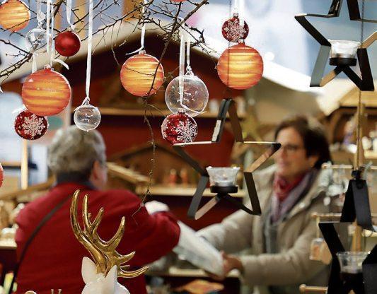 """Weihnachtlich geschmückte Stände gehören zum """"Horber Advent"""". Archivbild: Karl-Heinz Kuball"""
