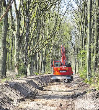 Die Sanierung der Reitwege zwischen Haidehof und Sandmoorweg hat begonnen