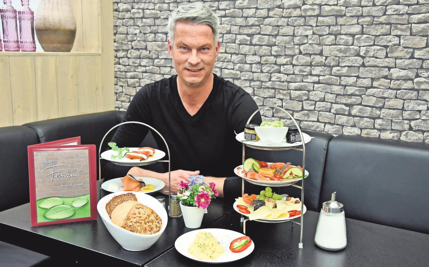 GAUMENFREUDEN: Mattias Müller und sein Team sind voller Elan dabei, wenn es um die Zubereitung von leckeren Speisen geht. Gruppen und Gesellschaften bis zu 50 Personen können im Fenzini feiern und genießen. Nicolas Willimek
