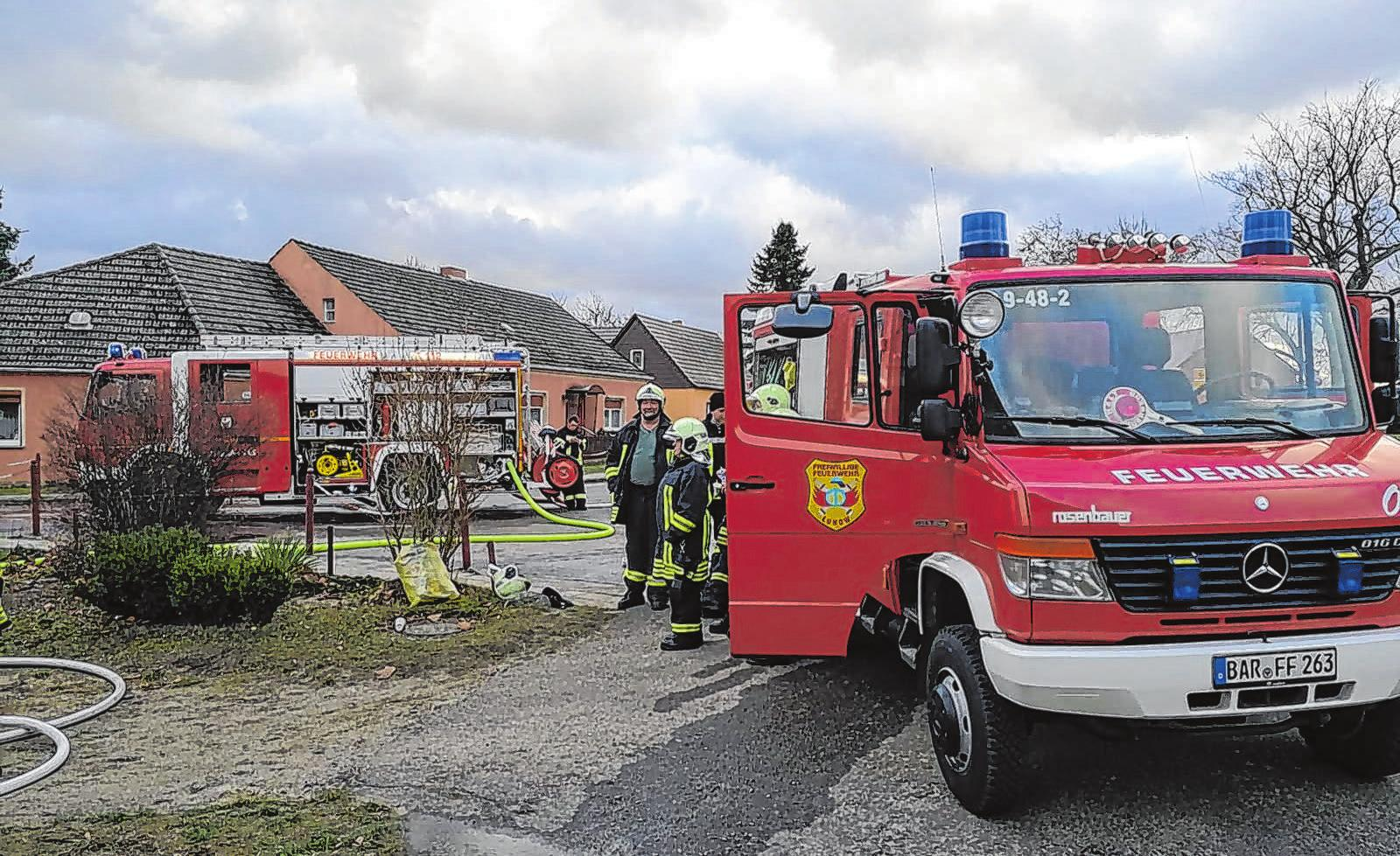 Die Lunower Feuerwehr im Einsatz Foto: privat