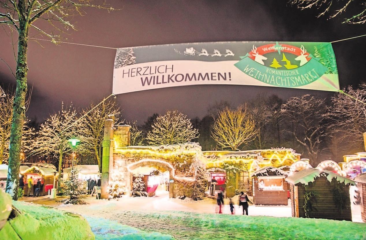 Ein einzigartiges Flair bilden die Weißenstädter Kurparkruinen für den beliebten Weihnachtsmarkt. Die Buden öffnen am 2., 15. und 16. Dezember für die Besucher. Foto: Stadt Weißenstadt