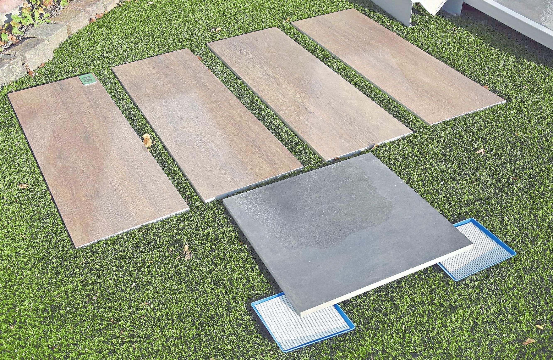 Großformatige Bodenfliesen für innen und außen in Holzoptik sind momentan im Trend.