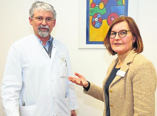 Dr. Klaus Friedrich Becher (l.) und Dr. Johanna Myllymäki vom Helios Hanseklinikum Stralsund betreuen Demenz-Patienten. FOTO: C. RÖDEL