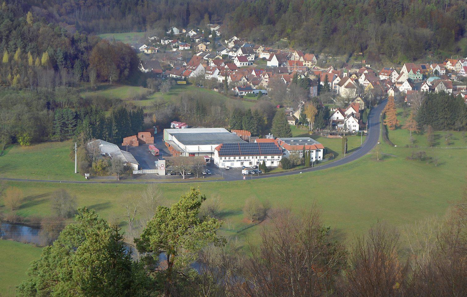 Das Firmengelände der Mineralheilquellen Löwen-Sprudel GmbH & Co. KG fügt sich harmonisch ins Neckartal ein. Privatbilder