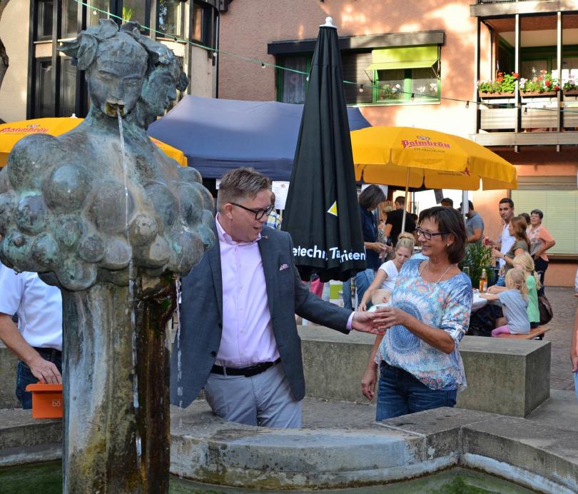 Gemütlichkeit wird beim Güglinger Weinbrunnenfest groß geschrieben. Am dritten August-Wochenende ist es wieder soweit. Foto: Archiv/Pfäffle