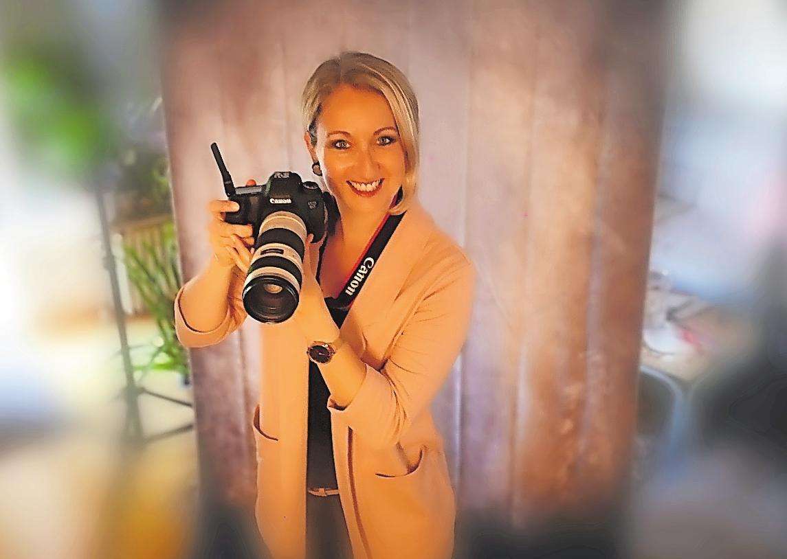 Schießt wieder Bewerbungsfotos: Fotografiemeisterin Michelle Weber. FOTO:WEBER/FREI