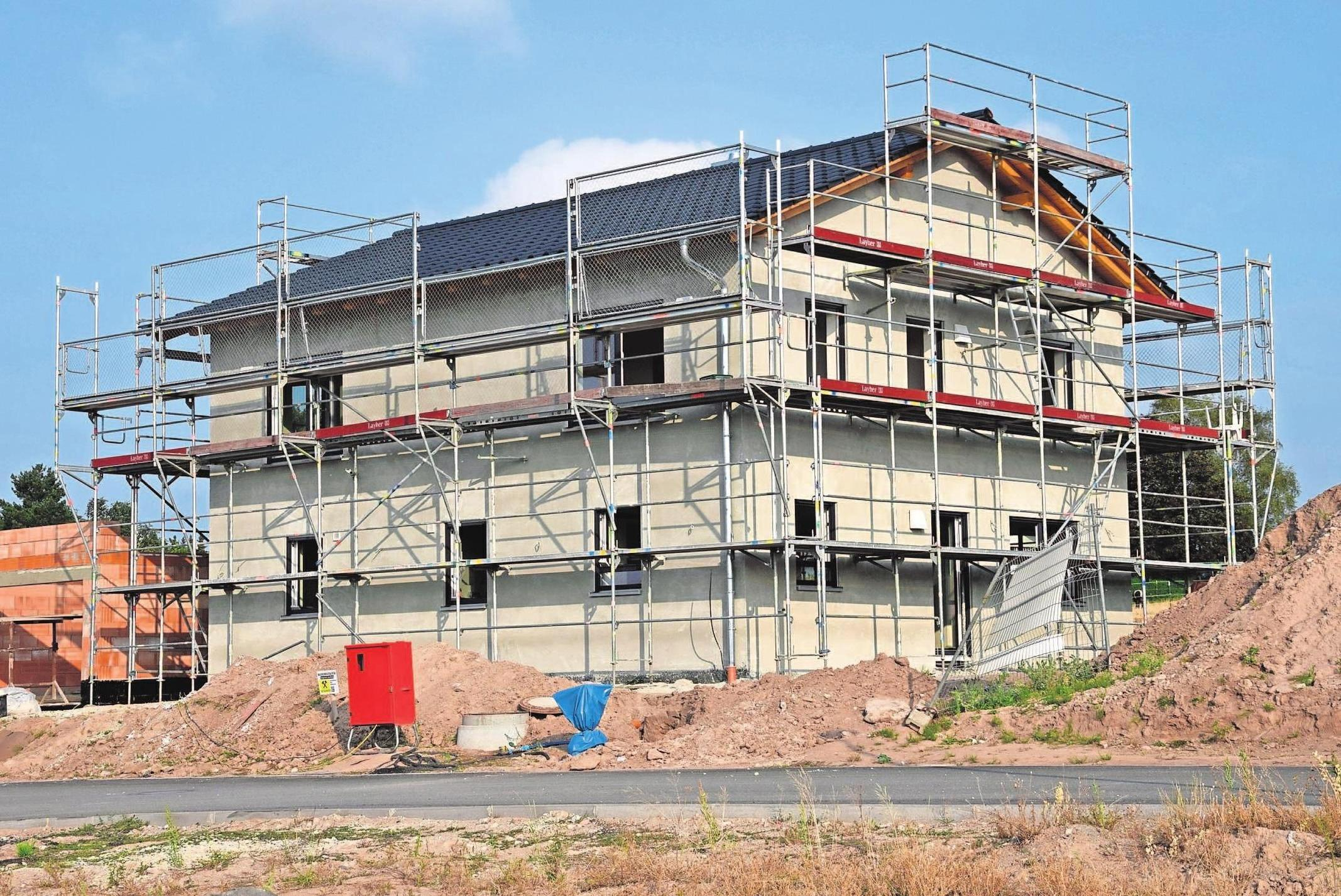 Im neu erschlossenen Baugebiet Weidhausen errichtet Kröckel-Bau das individuell geplante Einfamilienhaus einer jungen Familie. Foto: Hesch