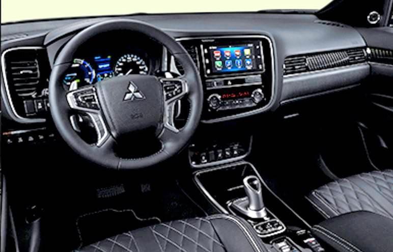 Der Armaturenträger ist leicht zum Fahrer geneigt. Fotos: Mitsubishi