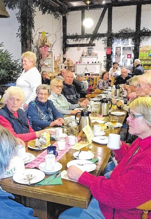 Die Seniorinnen und Senioren aus der Gemeinde Damshagen fuhren in diesem Jahr zur Weihnachtsfeier auf den Erdbeerhof Glantz in Hohen Wieschendorf. Foto: Mandy Krüger