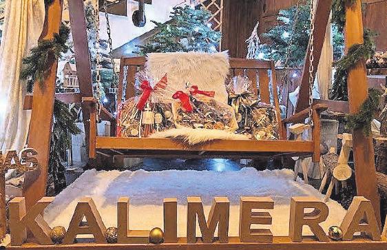 Das Team vom Restaurant Kalimera sorgt mit Präsentkörben, die griechische Spezialitäten beinhalten, für mediterranes Flair unterm Tannenbaum.