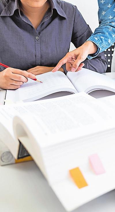 Pauken, wenn andere Freizeit haben: Ein duales Studium erfordert viel Disziplin. FOTO: FREEDOMZ/ STOCKADOBE.COM/FREI