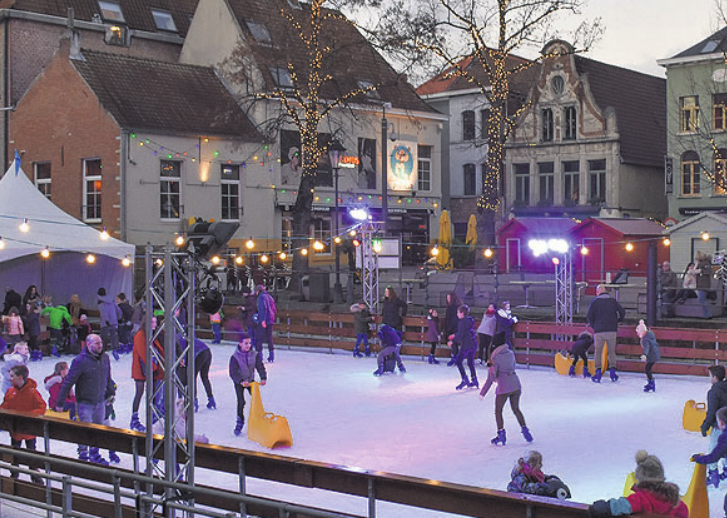"""Eislaufen in der Innenstadt, so wie auf diesem Symbolfoto kann ab Februar auch in der Wolfsburger Innenstadt mit eigenen oder geliehenen Schlittschuhen aufs """"Eis"""" gegangen werden. Symbolfoto"""