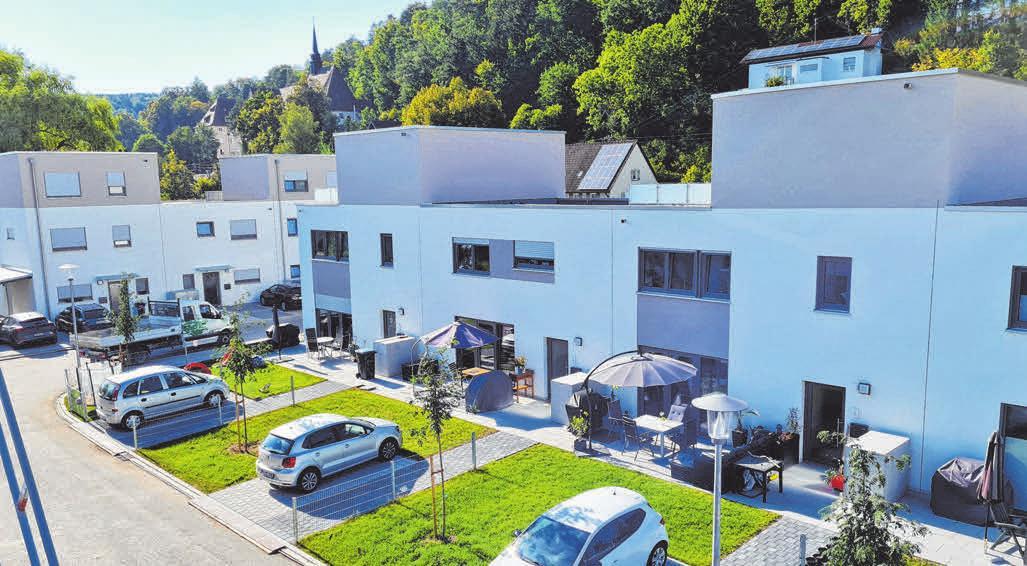 Ungefähr so sehen sie dann auch aus: Die Doppelhaushälften werden im Design der bereits fertigen Mietwohnungen erstellt.