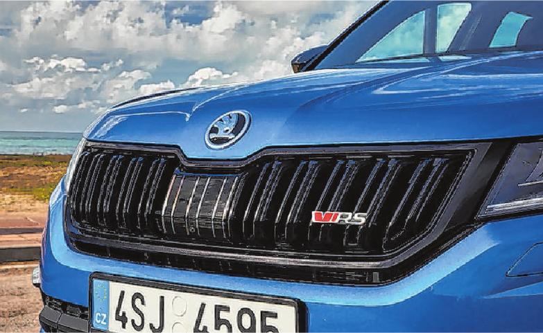 Das dynamische SUV trägt das neue, moderne RS-Logo an Kühlergrill und Heck. Das rote ,v' steht für Victory.