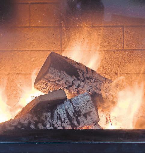 Die Flammen und Holzscheite wirken sehr authentisch. Foto: Pixabay