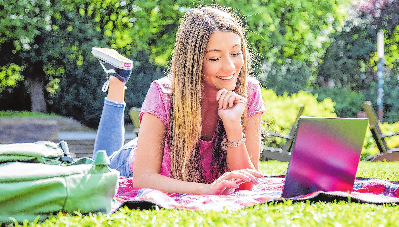 Während in der Corona-Krise vieles stillsteht, können künftige Schulabsolventen die Zeit nutzen, um sich über ihre Berufswünsche klar zu werden. Foto: Christin Klose/dpa-mag