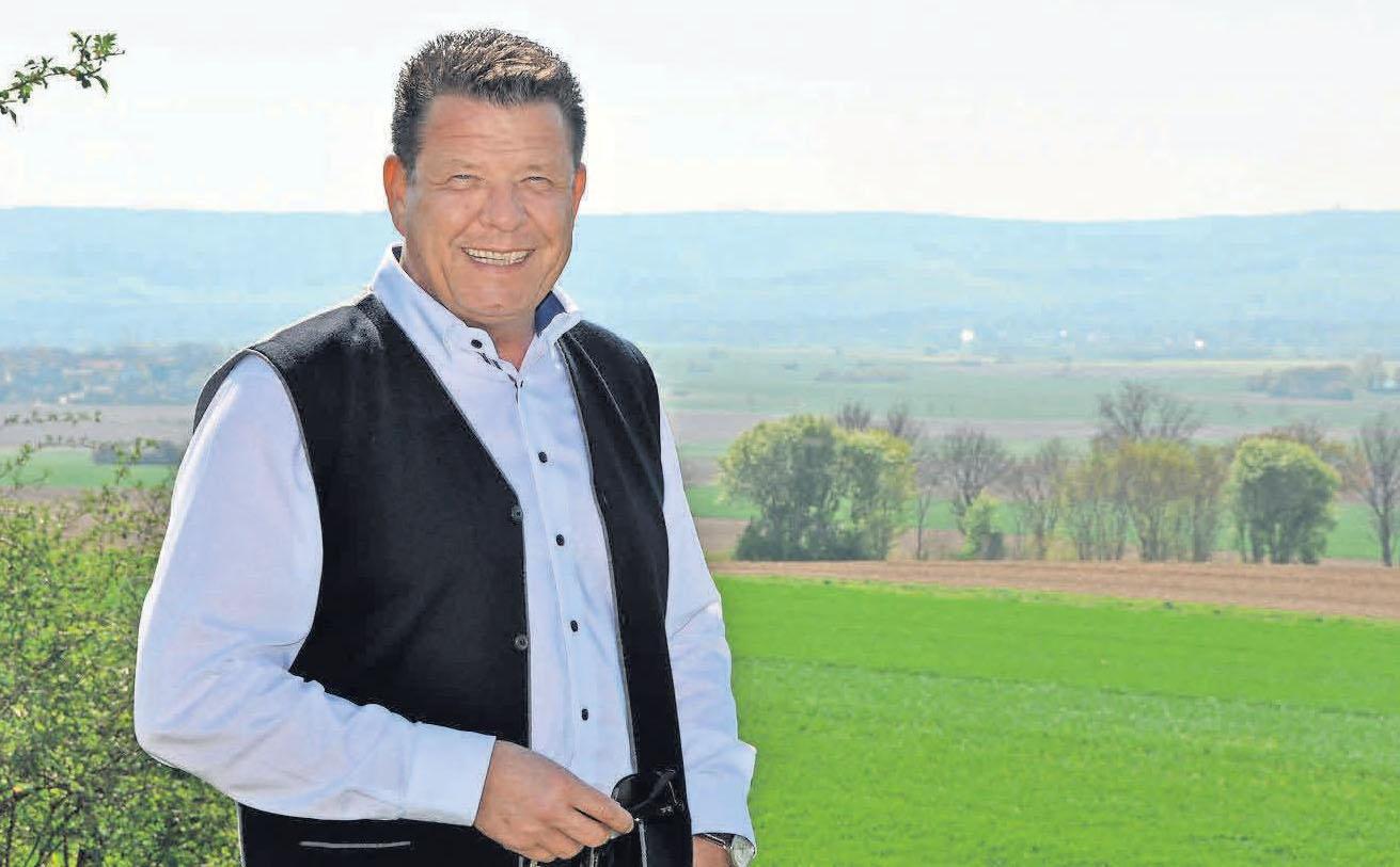 """So wie hier  im Frühjahr vergangenen Jahres, so liebt auch Gehrdens Bürgermeister Cord Mittendorf einen Spaziergang am Gehrdener Berg – zu jeder Jahreszeit: """"Ein bisschen frische Luft, das hilft enorm bei der Arbeit."""" Foto: Archiv"""