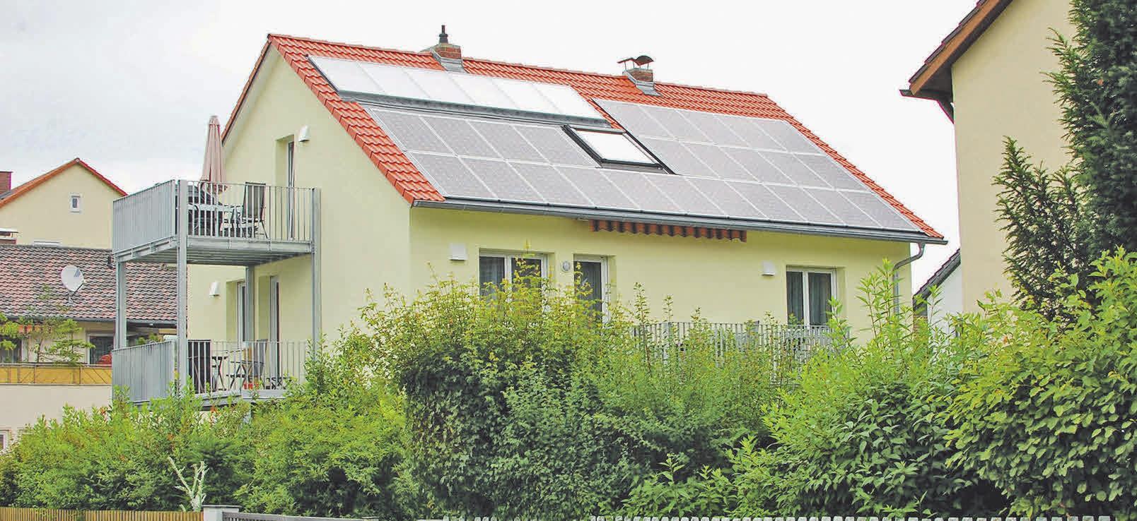 Ein älteres Haus mit Fördergeldern von der KfW energieeffizient zu sanieren, zahlt sich langfristig aus. Foto: djd/puren