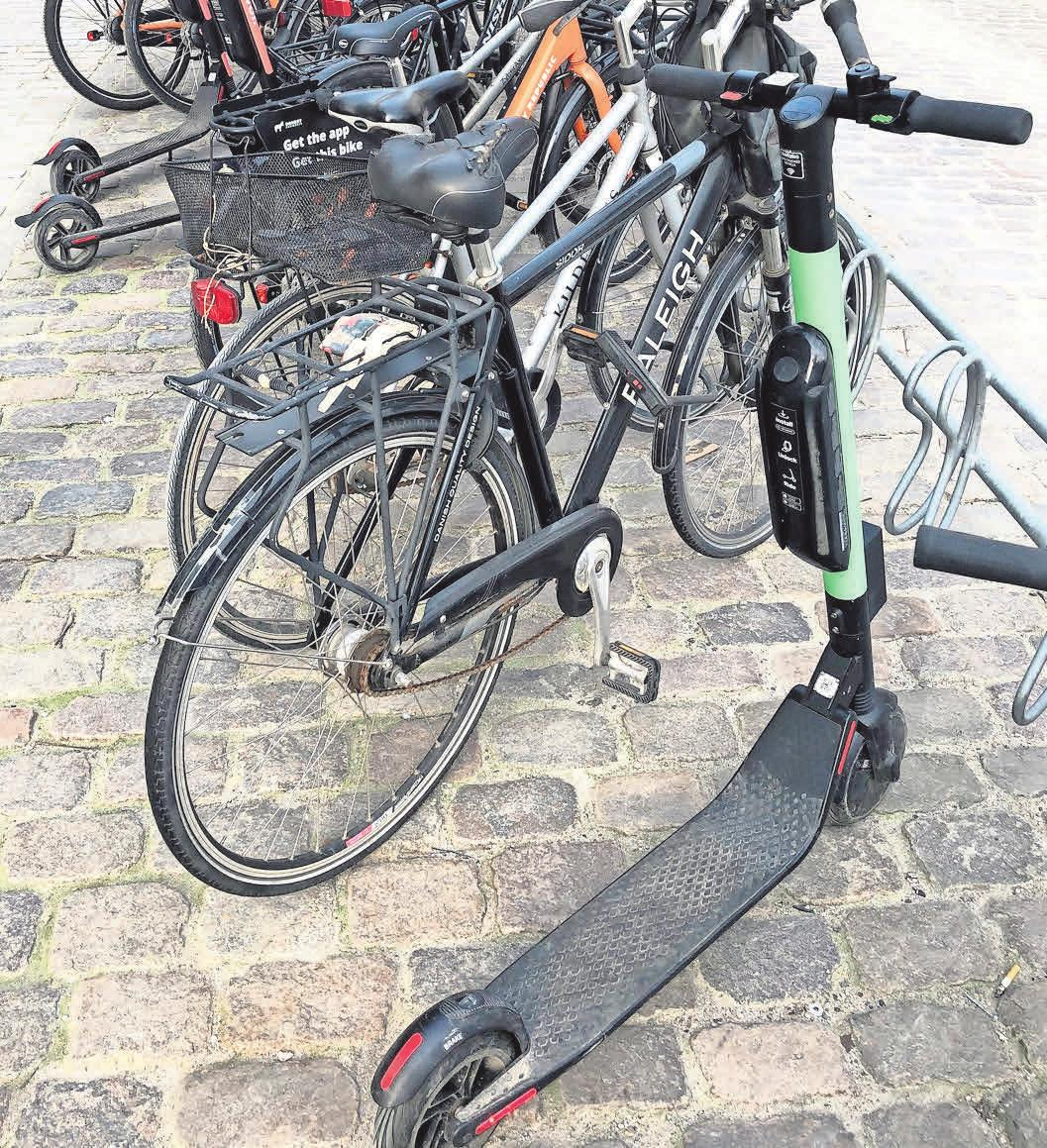 Konkurrenten: Velos und E-Scooter. FOTO: STEFFEN TRUMPF/DPA