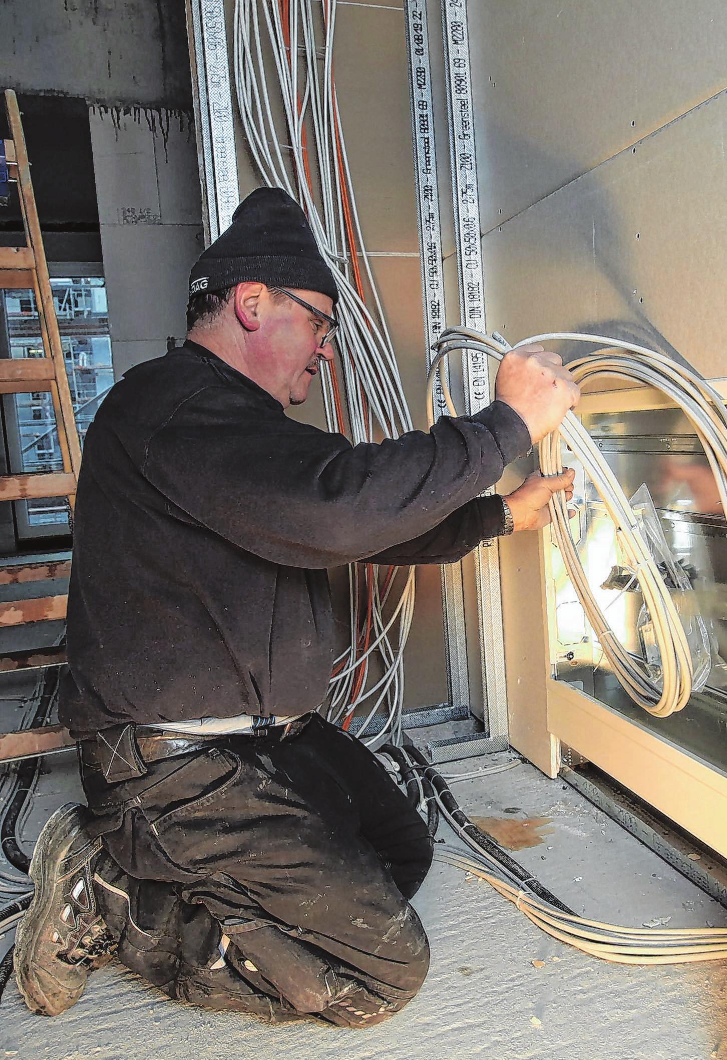 Zieht auf der Baustelle die Strippen: Elektriker Joachim Mak
