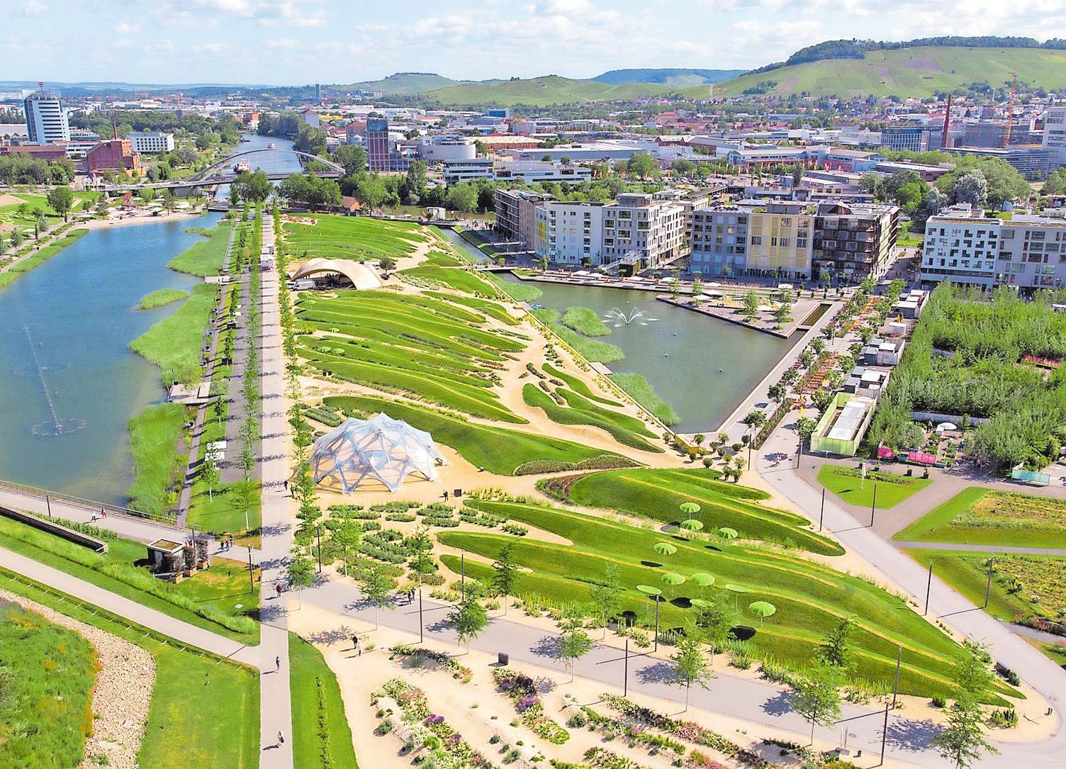 Eingebettet in grüne Infrastruktur steht die dichte Bebauung im Heilbronner Neckarbogenfür den Städtebau der Zukunft. FOTO: Buga