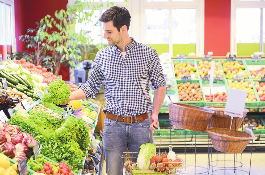 Bei Gelenkbeschwerden sollte man die Ernährung auf basische Kost umstellen. Foto: djd/Basica/PantherMedia/Ian Lishman