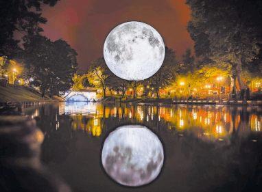 Der Mond zum Greifen nah