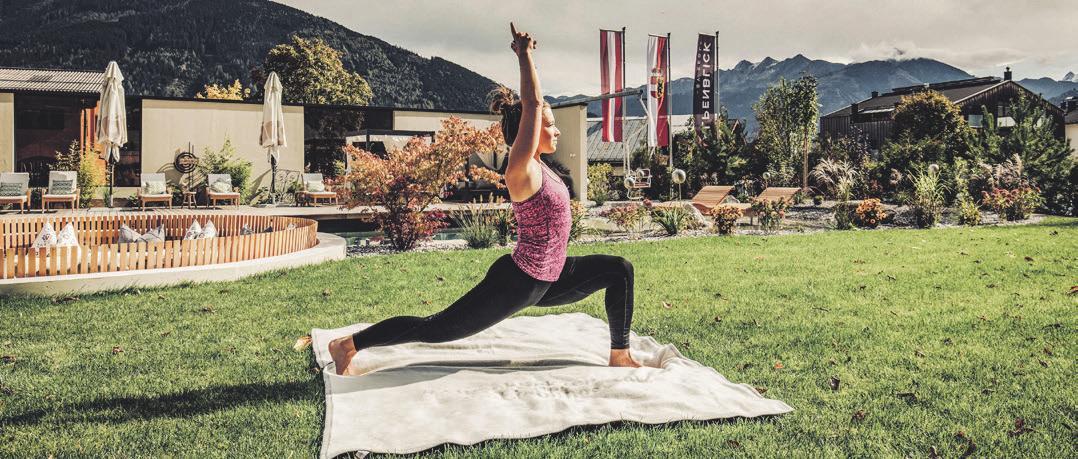 Yoga mit Bergpanorama. Foto: Sportresort Alpenblick