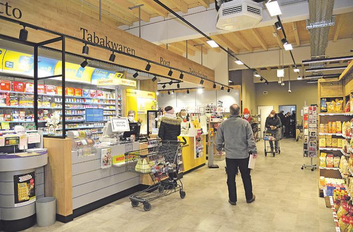 Der Eingangsbereich des Edeka-Frischemarktes Bild: Anton Luhr
