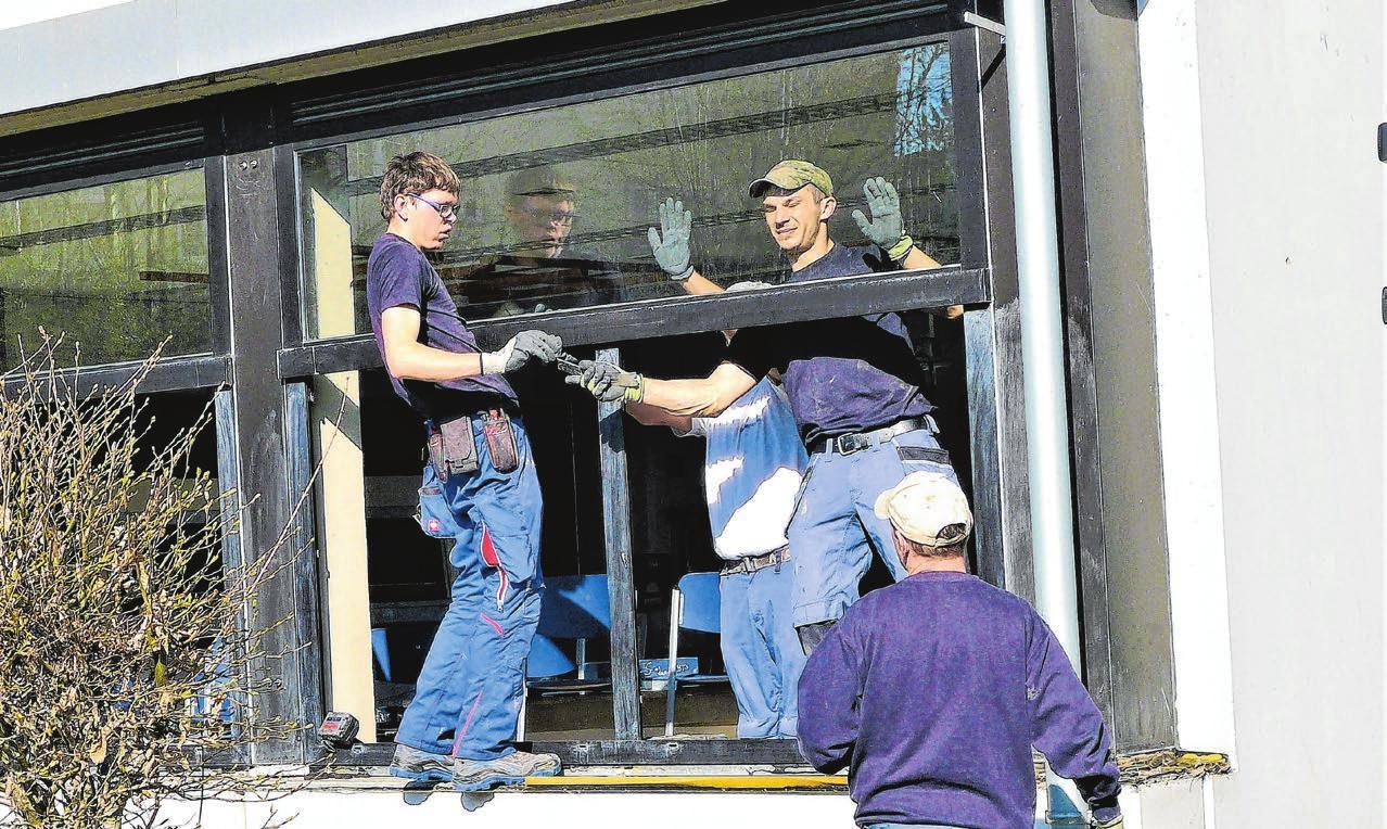 Neue Fenster und Flachdächer