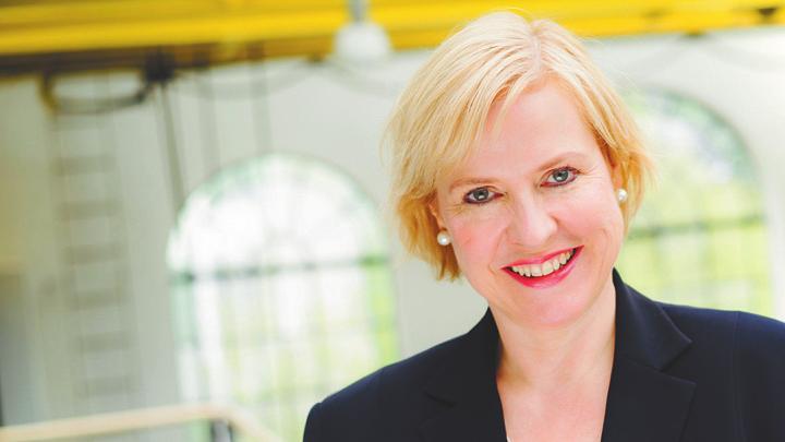 Die Hamburger Radio- und Fernsehjournalistin Kerstin Michaelis moderiert den Nachmittag