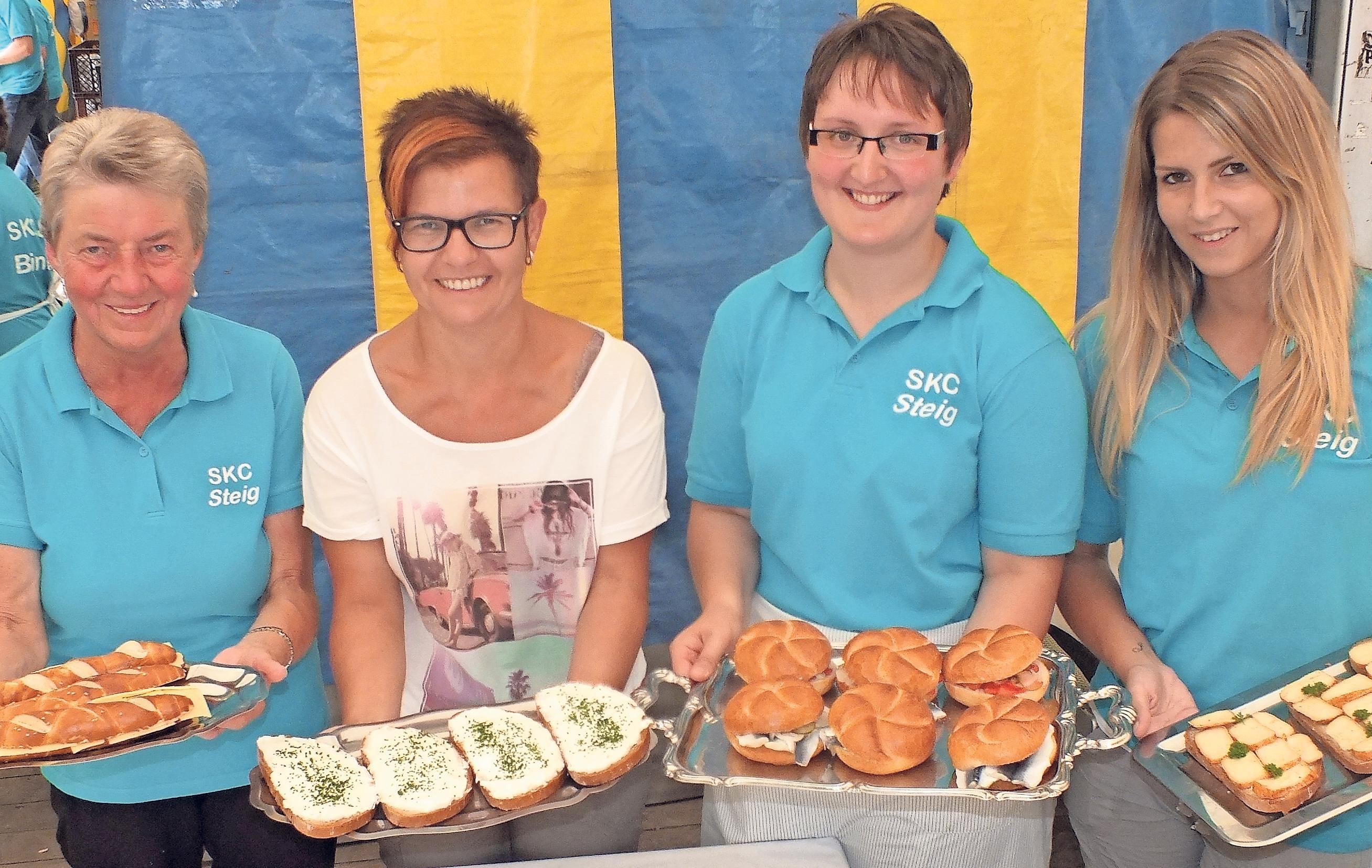 Käse, Quark und Fisch: Für leckere Brotzeiten sind die SKC-Damen zuständig.