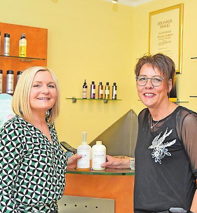 Auch über die Kerwetage im Einsatz für schöne Frisuren: Anette Keßler (links) und Iris Nutz. ARCHIVFOTO: CLEMENS