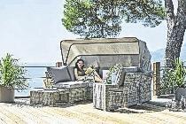 Eine Sitzgruppe für die Terrasse. FOTO: HÖFFNER