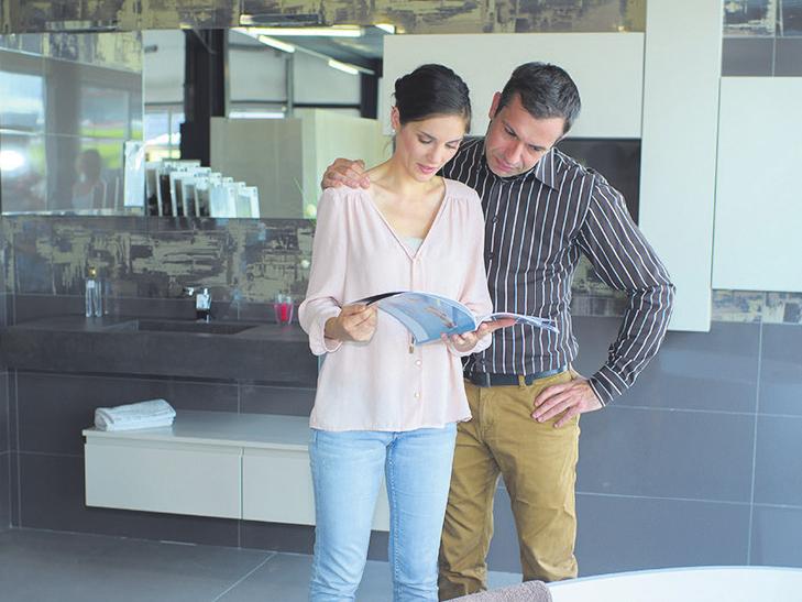 In Fachgeschäften können sich Interessierte über die aktuellen Trends informieren und bekommen Tipps zur Neugestaltung Foto: adobe.stock.com – auremar