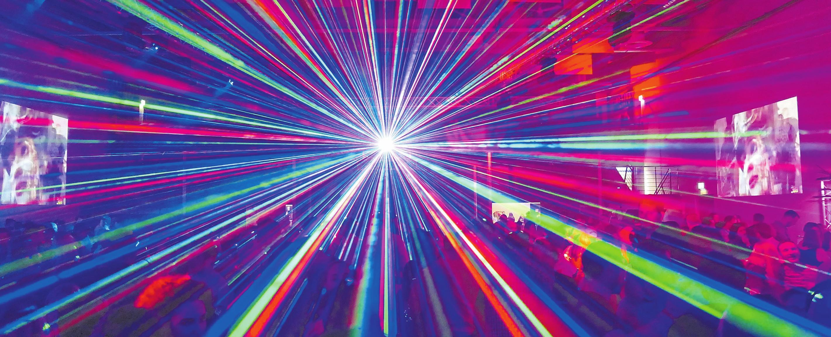 Zu den Hits der 90er-Jahre gehört auch die passende Laser-Show.