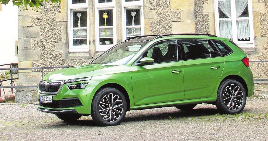Ein Erfolgsmodell aus Tschechien, das immer öfter auch im Weserbergland zu sehen ist: der Škoda Karoq, hier am Stift Fischbeck. Foto: ey