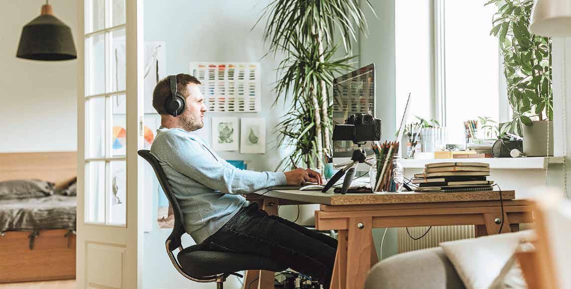 Faktoren wie richtiges Licht, ergonomische Stühle und hochwertige Technik bestimmen die Qualität der Arbeit im Homeoffice. Bild: Gettyimages