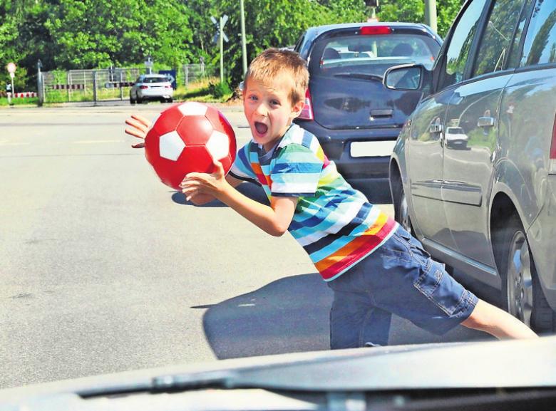 ESP bedeutet auch im Stadtverkehr mehr Sicherheit. Foto: z/djd/Bosch/sabine hürdler/stock.adobe.com