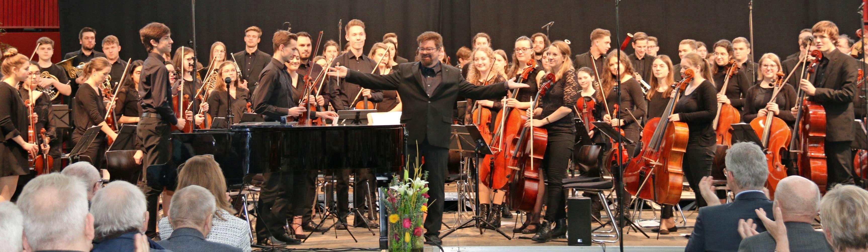 Schwungvoll und selbstbewusst – so beeindruckte das Jugend-Sinfonieorchester beim Neujahrsempfang der Stadt die rund 1300 Zuhörer in der Ballei. Foto: snp