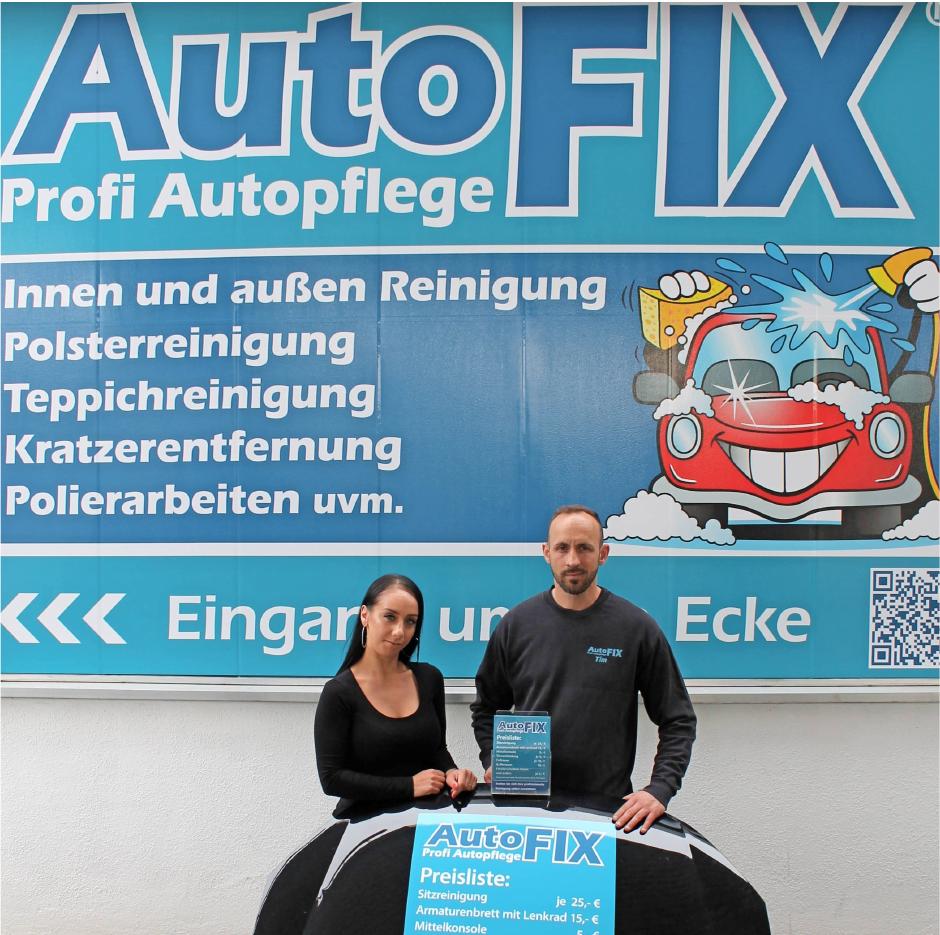 Auto Fix-Inhaber Timmy Chen und seine Partnerin Angela Bordino bringen die Fahrzeuge der Kunden wieder auf Vordermann. Foto: Alexander Rülke