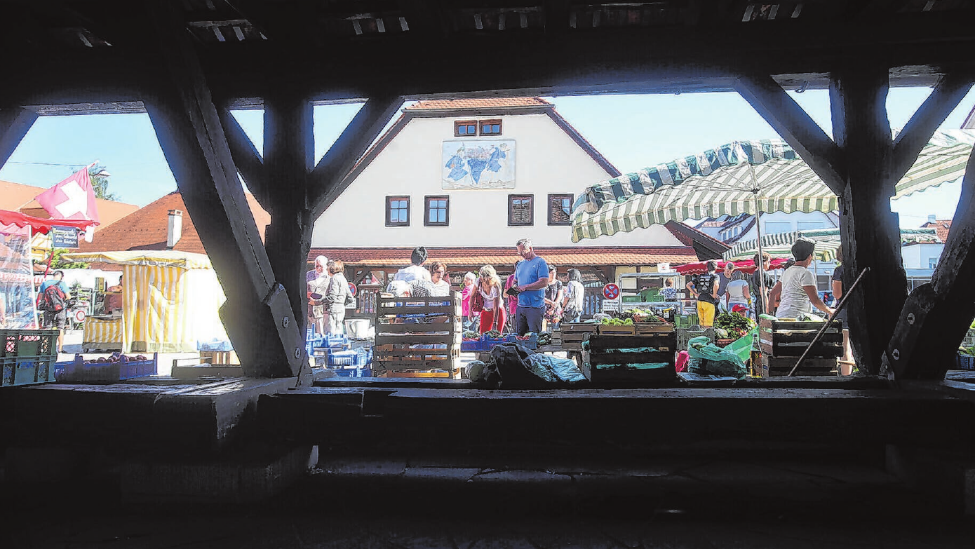 Wochenmarkt auf dem Kelternplatz: So sehen viele Metzinger gerne ihre Heimatstadt. Foto: Thomas Kiehl