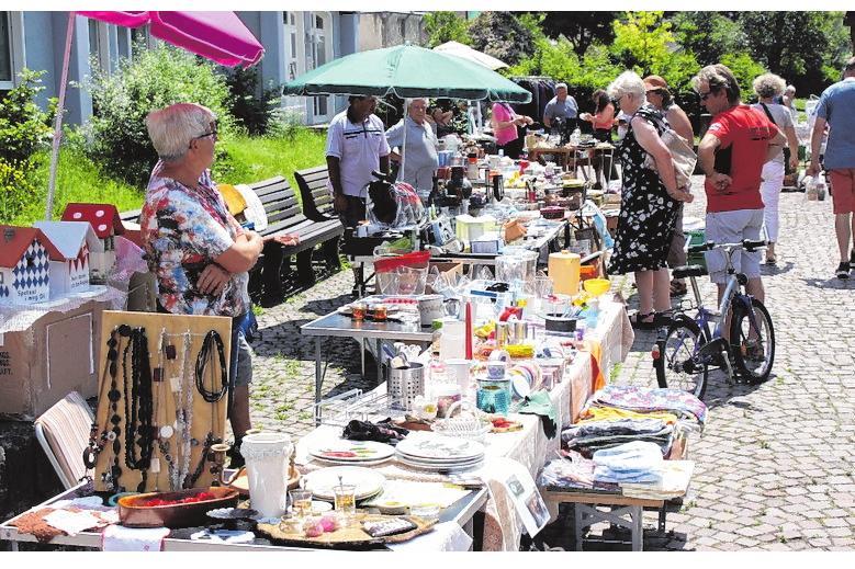 Allerhand kurioses verspricht am Sonntag wieder der Flohmarkt, der schon am Vormittag beginnt. FOTO: JÜRGEN KAMM