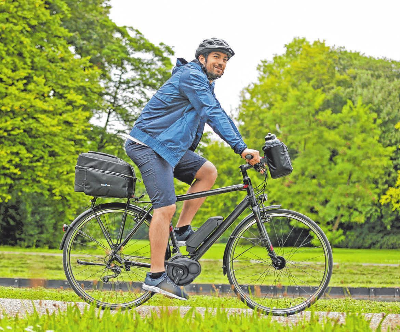 Im Frühling treten Fahrradfreunde wieder häufiger in die Pedale. FOTO: DJD/MAREEN FISCHINGER