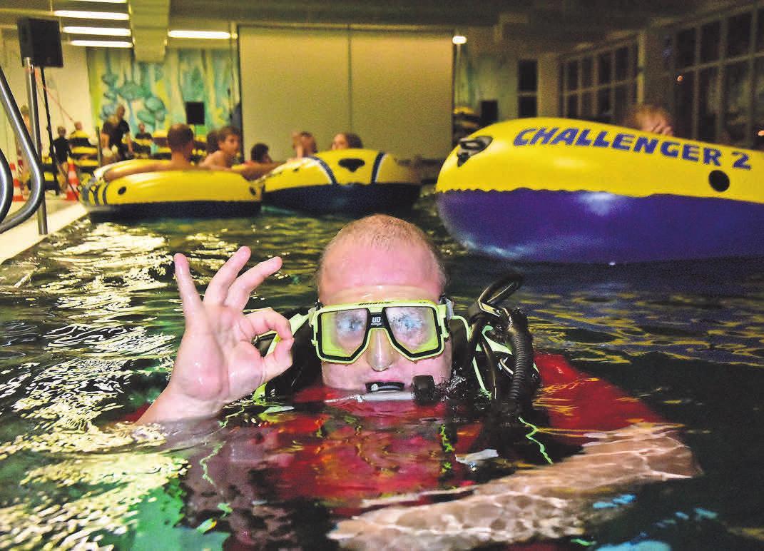 Hier sicherte die DLRG eine Kinoveranstaltung im Hennigsdorfer Schwimmbad ab. ARCHIVFOTOS: ROBERT ROESKE/MAZ